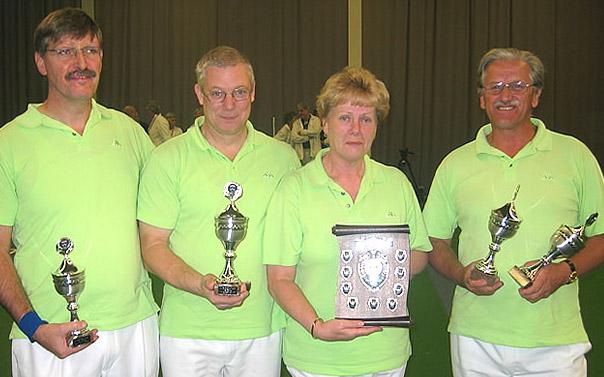 plaatje: //www.almerebowlsclub.nl/download/fotos/trofee/wisseltrofee-fours-indoor-2005