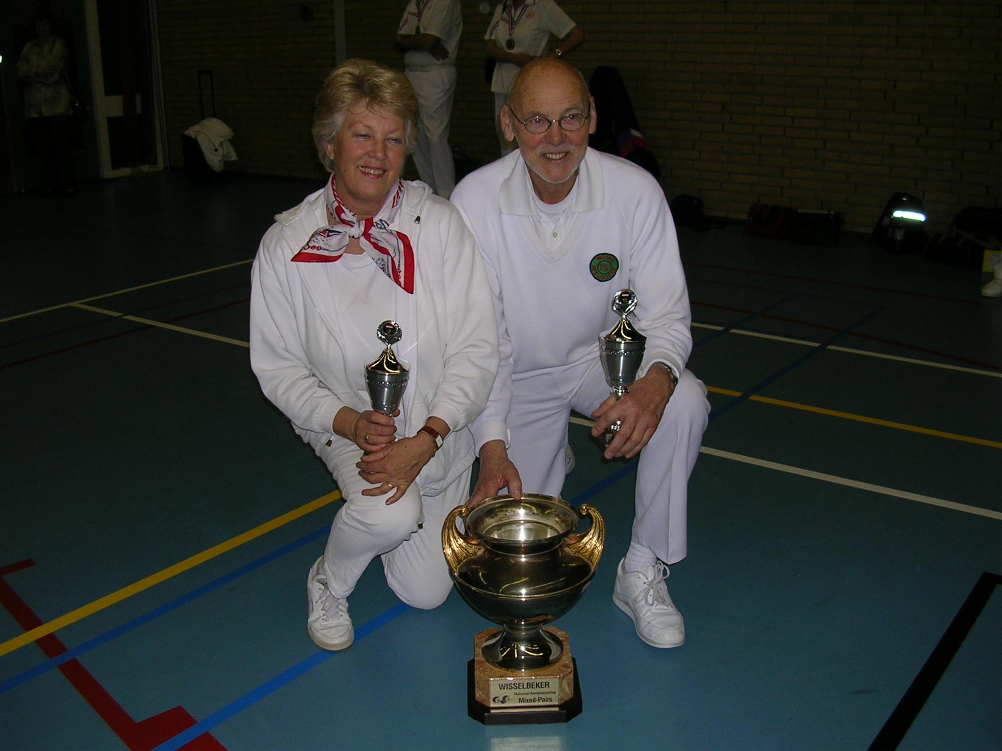 plaatje: //www.almerebowlsclub.nl/download/fotos/trofee/wisseltrofee-mixpairs-indoor-2005