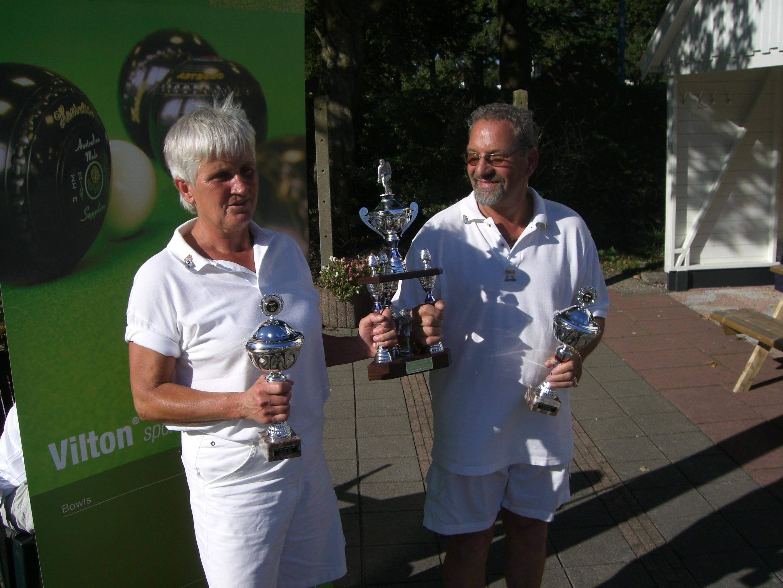 plaatje: //www.almerebowlsclub.nl/download/fotos/trofee/wisseltrofee-mixpairs-outdoor-2007