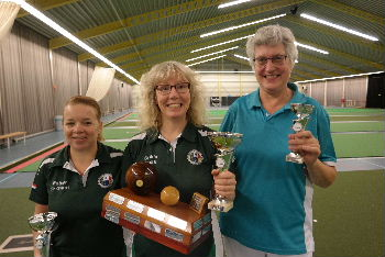 plaatje: ://www.almerebowlsclub.nl/download/nk/2016/indoor/singles/fotos/winnaars-dames-singles-indoor-2016